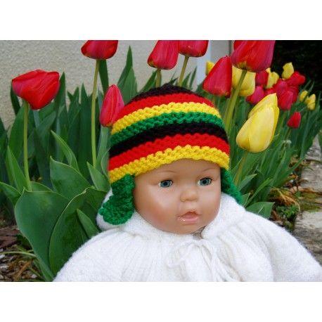 bbc452a4bde4 Bonnet naissance rasta à rayures pour bébé. Bonnet rasta avec petites oreillettes  pour bébé en
