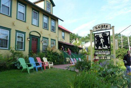2 Cats Restaurant Coffeehouse Bar Harbor Me Bar Harbor Restaurants Bar Harbor East Coast Vacation