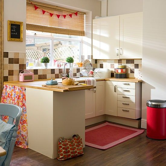 Beautiful Cream Country Kitchen With Red Accessories | Kitchen Decorating Pictures