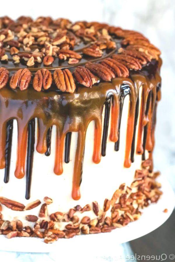 Dieser Turtle Chocolate Layer Cake beginnt mit reichhaltiger, dekadenter und feuchter Schokolade ...   - Desserts -