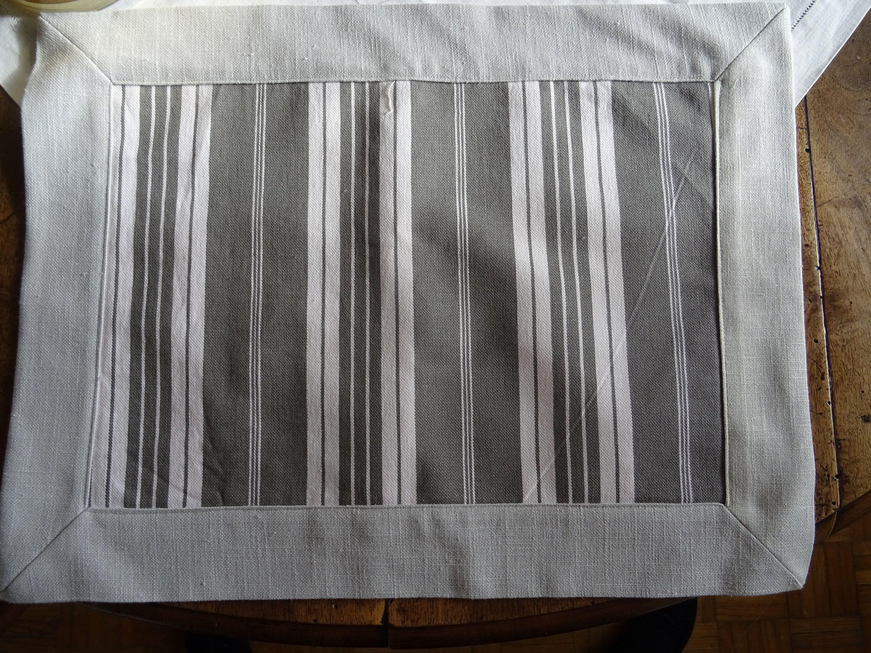 Couleur Lin Et Gris set de table ou napperon ou dessus de plateau en lin gris