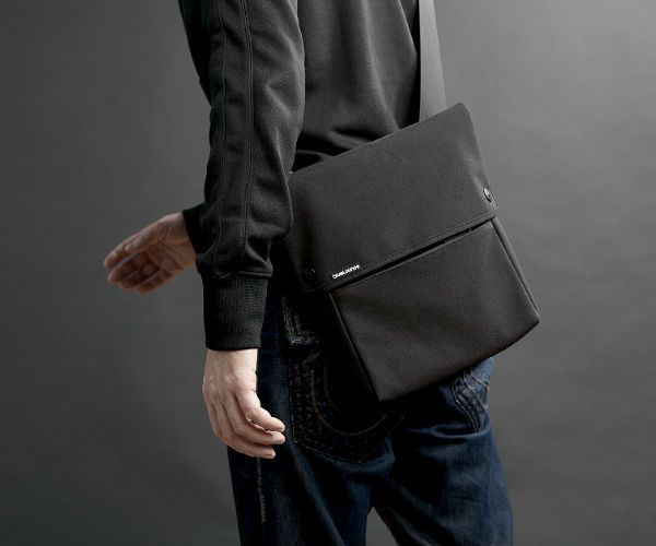 Carry Only What You Need When Use The Ipad Sling Bag By Bluelounge Designed To Fit An Le Including Ipad2 And 3