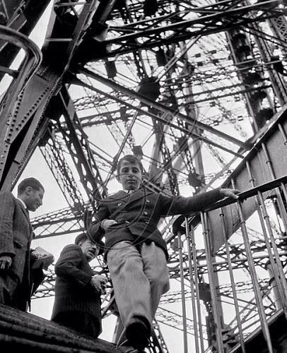 Rare photo of King Faisal 2nd of Iraq visiting Tour Eiffel, 1949 in Paris