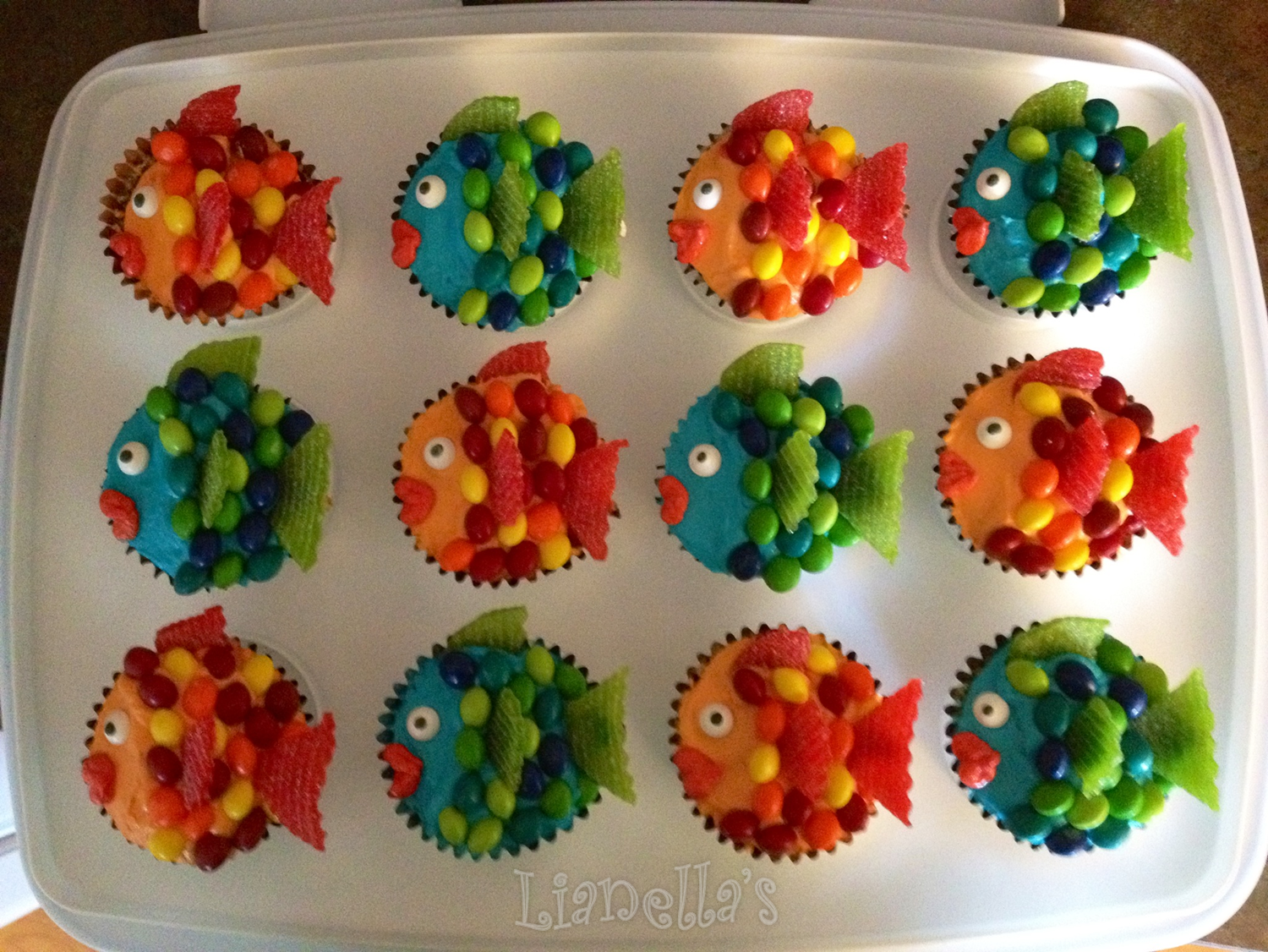 Rainbow Fish Cupcakes | My Own Cupcakes and Cakes | Pinterest | Fish ...