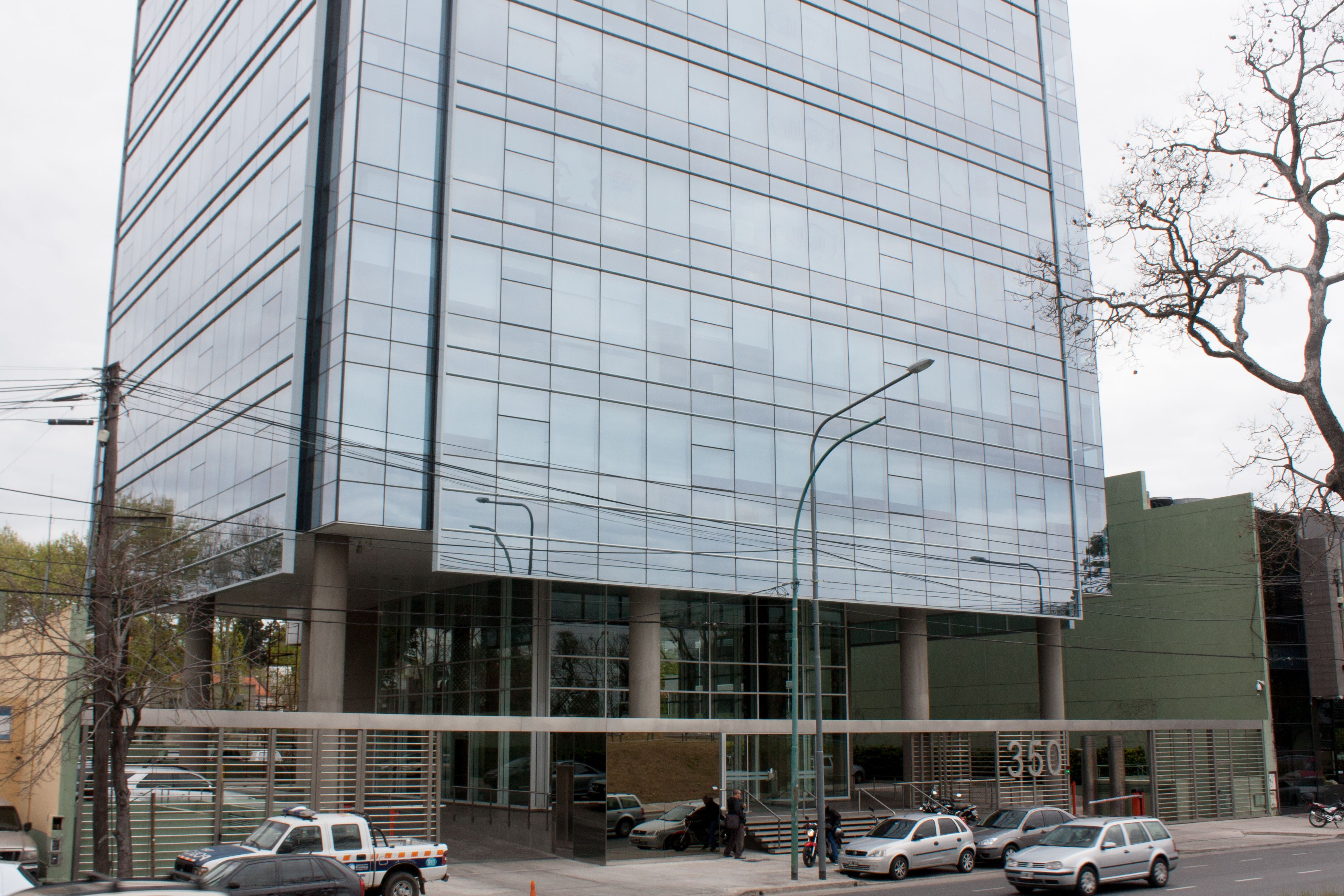 Edificio libertador 350 buenos aires argentina el for Carpinterias de aluminio en argentina