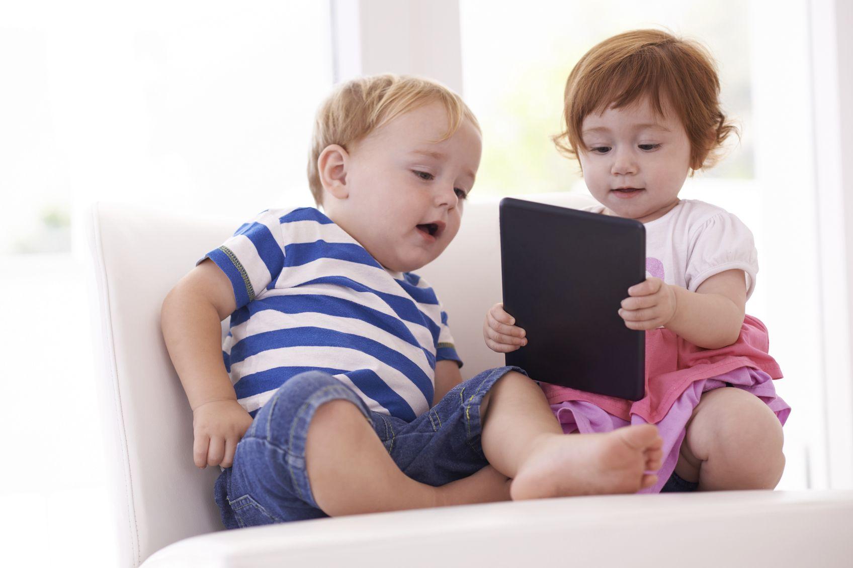 Kinder Streiten Um Spielzeug