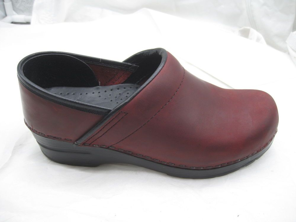 Honey Dansko Professional Maroon Patent Leather Clogs Womens 38 Comfort Shoes