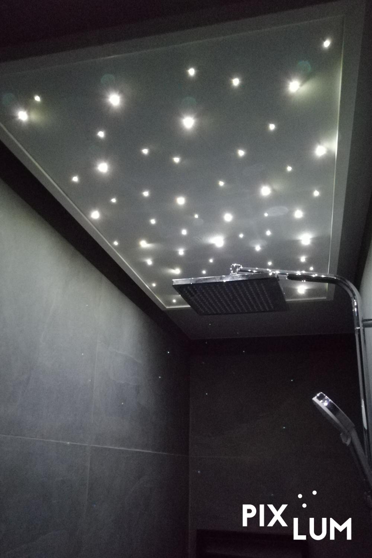 Duschen unter Sternen mit dem LED Sternenhimmel von PIXLUM ...