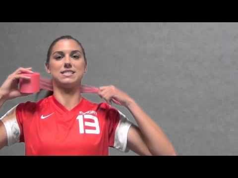 U S Women S National Soccer Team Player Alex Morgan Has Long Been Seen Wearing A Pink Headband During Matches Here Soccer Hair Soccer Girl Soccer Hairstyles