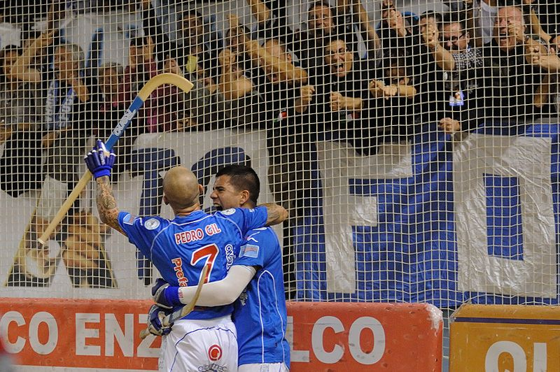13.10.2012 Esultanza di Pedro Gil e Carlos Nicolia sotto la Curva Nord dopo il goal del 2-2 segnato da Gil