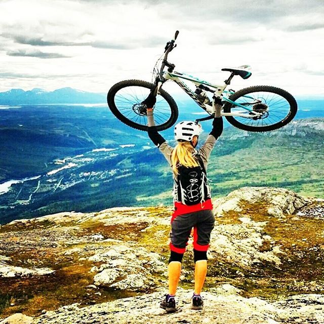Actually I don't know why you do this, but it sure feels good  _______________________________________ #åre #årebikepark #dh #mountainbike #mtb #mtblife #loves_mtb #loves_bikes #mtbgirl #cyclingshots #bikestagram #mountainbikersbr #adventure #mountainbikefb #mtb4her #instamtb #igersmtb #bike #mtblovers #biking #cycling #trail #singletrack #outdoors #bikesgirls #mtbqueens #scottbikes #mtbchixtrails #nature #lovenature
