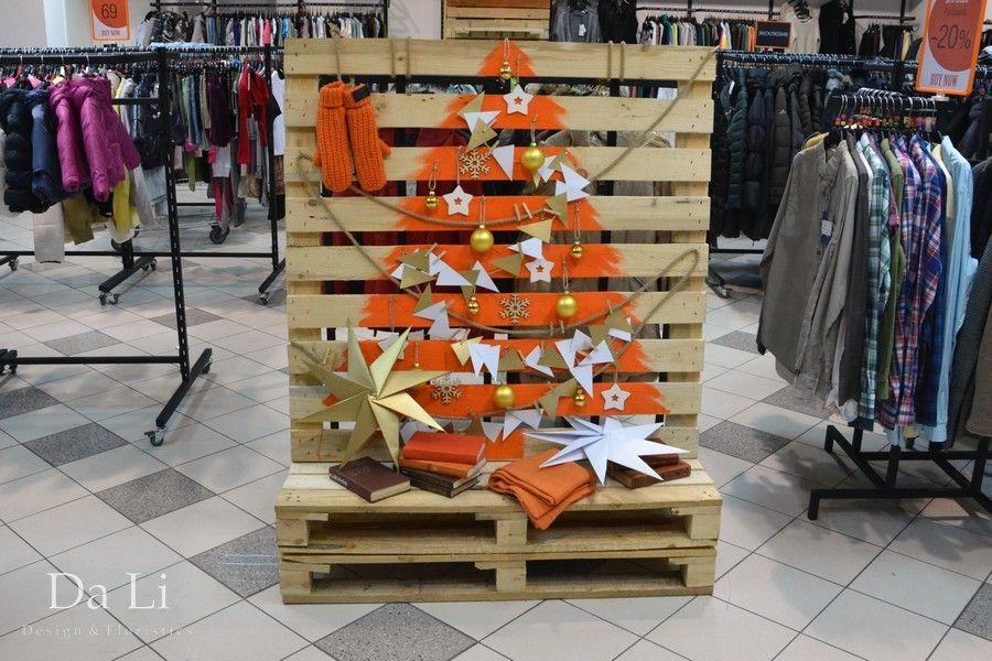 Украшение витрин в Киеве, магазин Orange club - дизайн в стиле лофт, ретро  декор и деревянные поддоны для витрины магазина одежды. 59bfc5d41b9