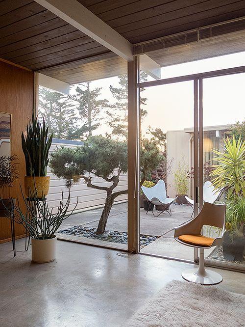 id es pour cr er une cour interieure contemporaine cour int rieure cour et espaces ext rieurs. Black Bedroom Furniture Sets. Home Design Ideas