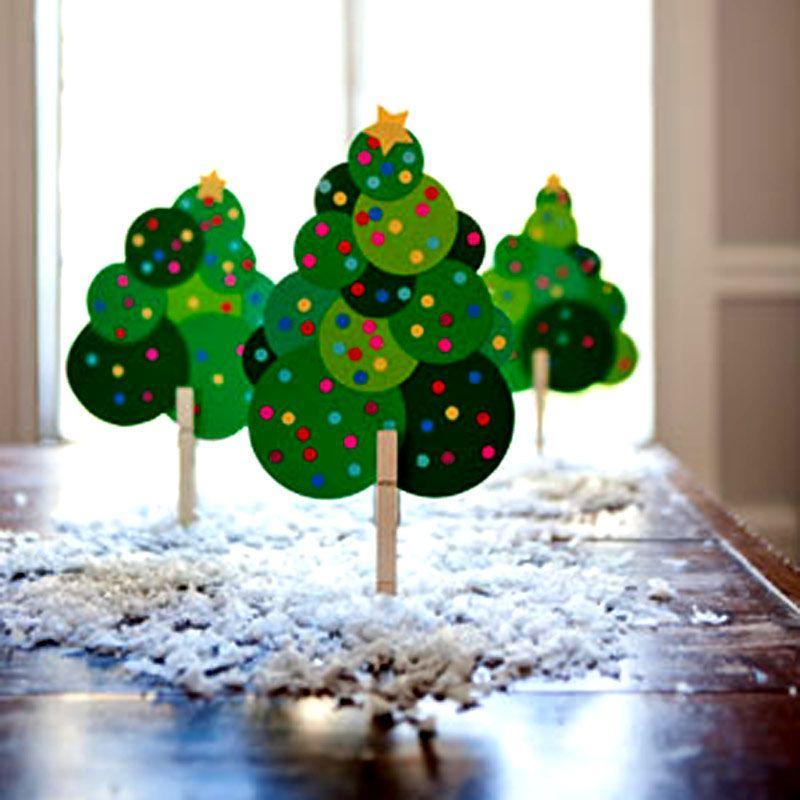 Mi casa está uma loucura,a única lembrança que tem de Natal aqui são as bolas do ano passado que Thomas achou numa das caixas da mudança e ...