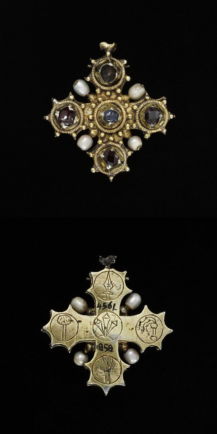 dab2e649f9b93 Pendant reliquary cross | sacred jewels | Medieval Jewelry, Ancient ...