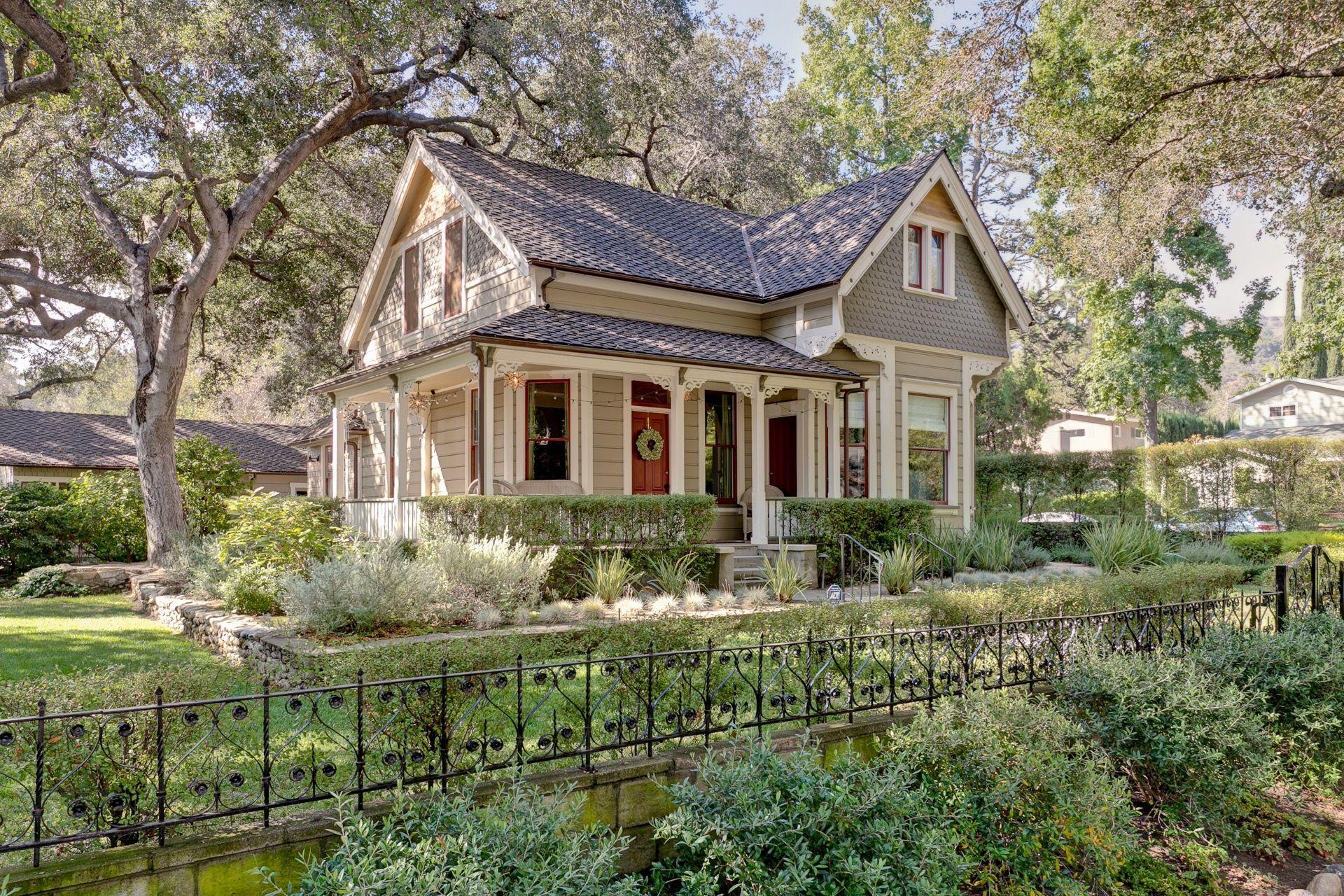 Sold 1 135 000 1360 Lida Street Pasadena Ca 3 Beds 5 Baths 1 797 Sq Ft Victorian Cottage Victorian Homes Little Cottages