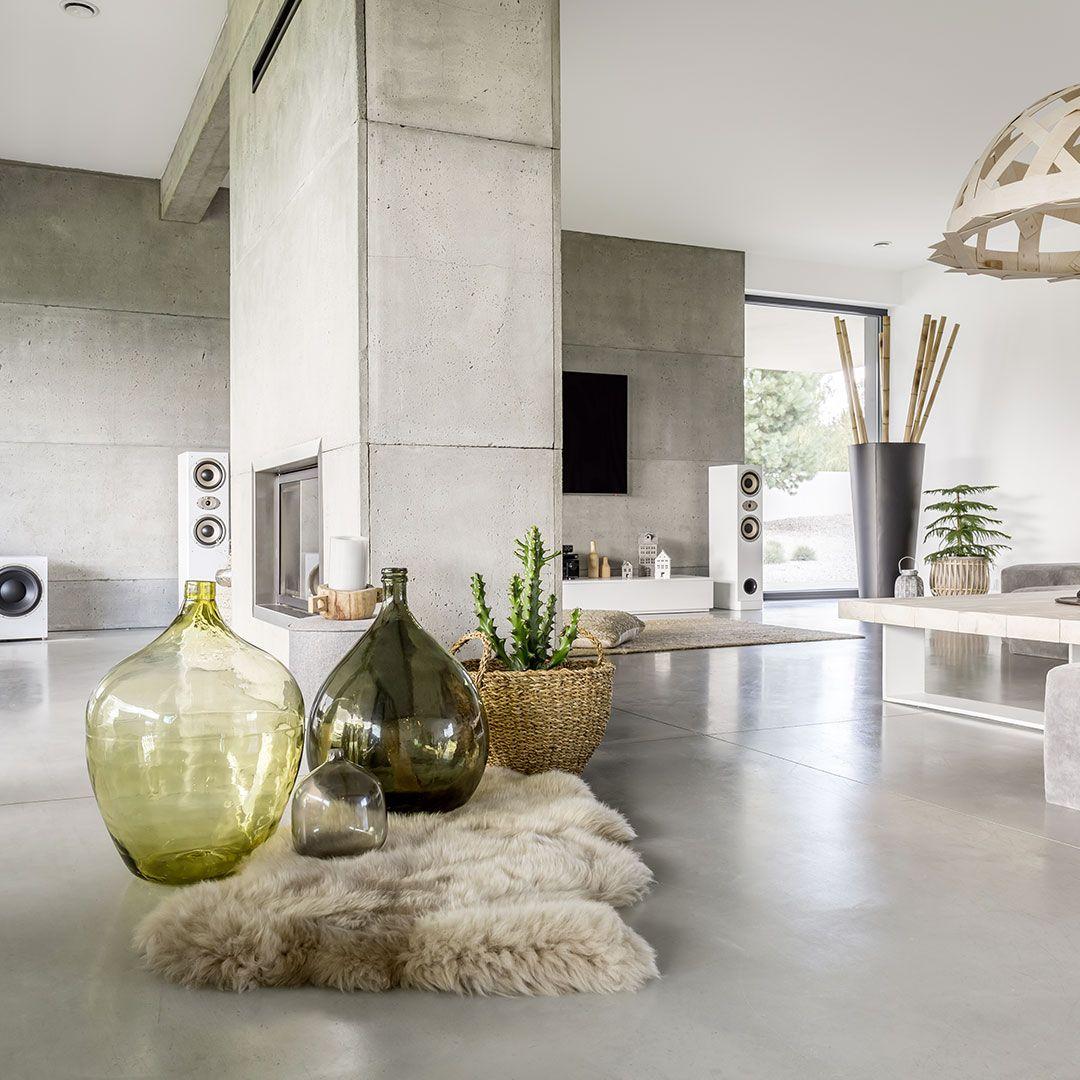 Un Salon Aux Materiaux Bruts Pour Un Esprit Industriel Et Moderne