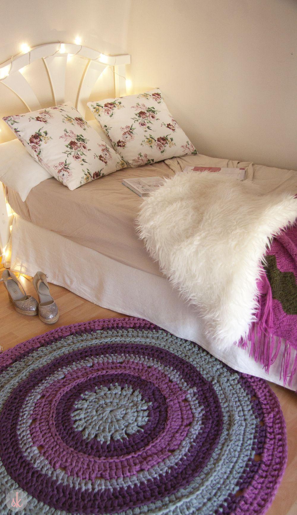 Alfombra de trapillo redonda en tonalidades verde y morado sweet home pinterest crochet - Como hacer alfombras de trapillo redondas ...