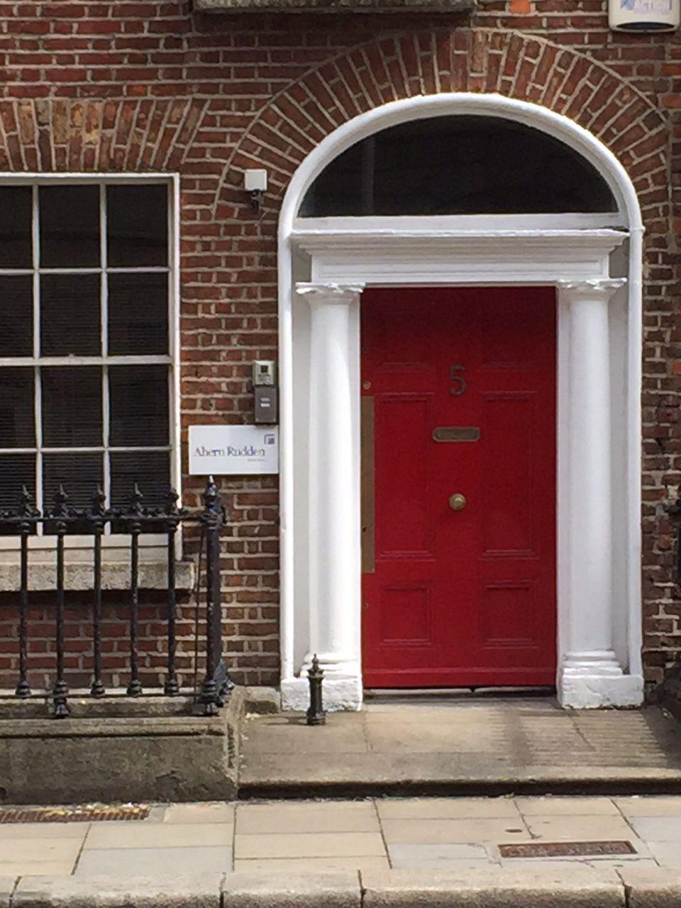Porte irlandaise rouge DUBLIN