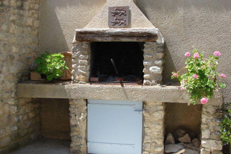construire un barbecue  barbecue en pierre projet pour le jardin