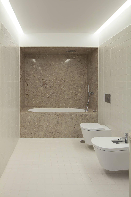 Casa das Gelosias : Casas de banho ecléticas por Marta Campos - Arquitectura, Reabilitação e Eficiência Energética