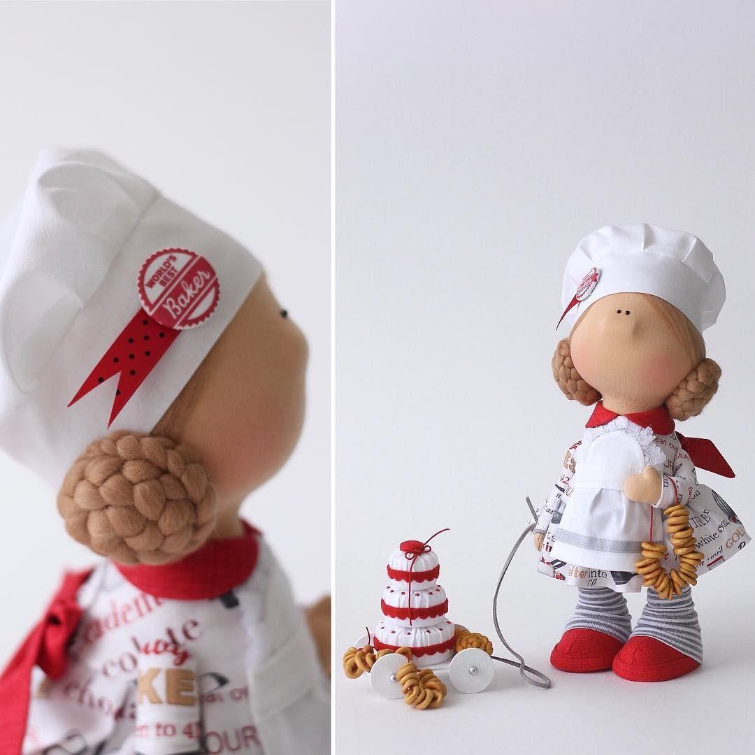 Мисс Пенелопа-Бублик)))) Влюблена в муку, сахар и дрожжи. Рост 28 см. Стоимость 3800 . Свою кухонную полочку нашла😉 #кукла #текстильнаяигрушка #текстильнаякукла #куклаизткани #интерьернаякукла #повар #поваренок #пекарь #куклакондитер #шьюкукол #творческаямама #длядевочки #подарок #весна2018 #весенняяколлекция #milahandycrafts #handmadedoll #interiordoll #sewing #baker #cooker