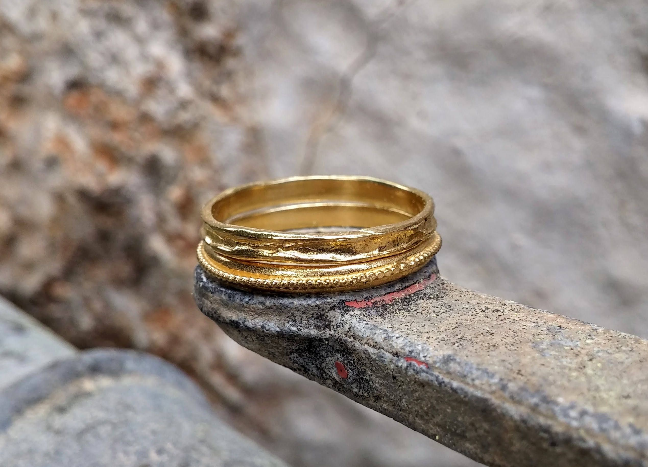 solid by with hammered k ring band gold bands havalazar wedding mens inspirations