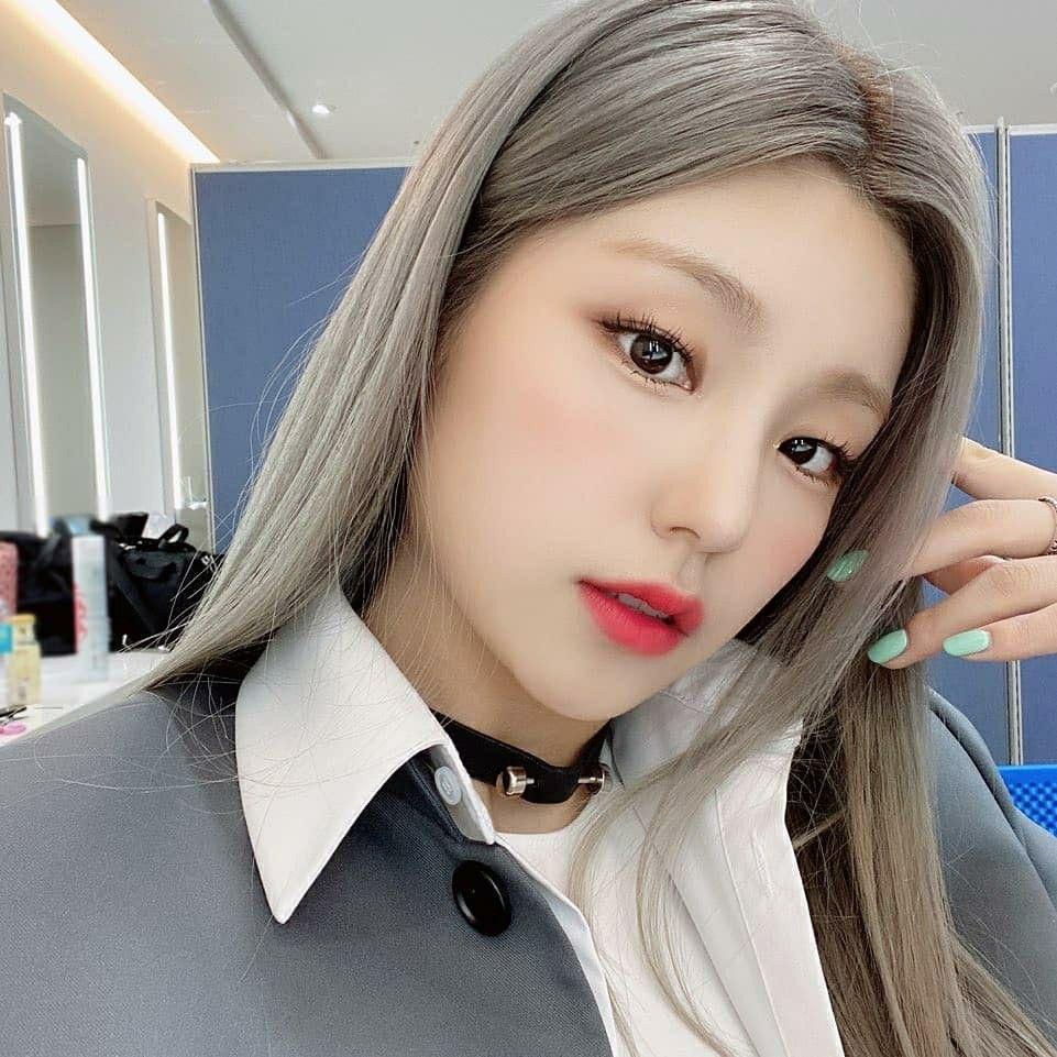 Pin By Lee Loves On Itzყ Itzy Instagram Update Kpop Girls