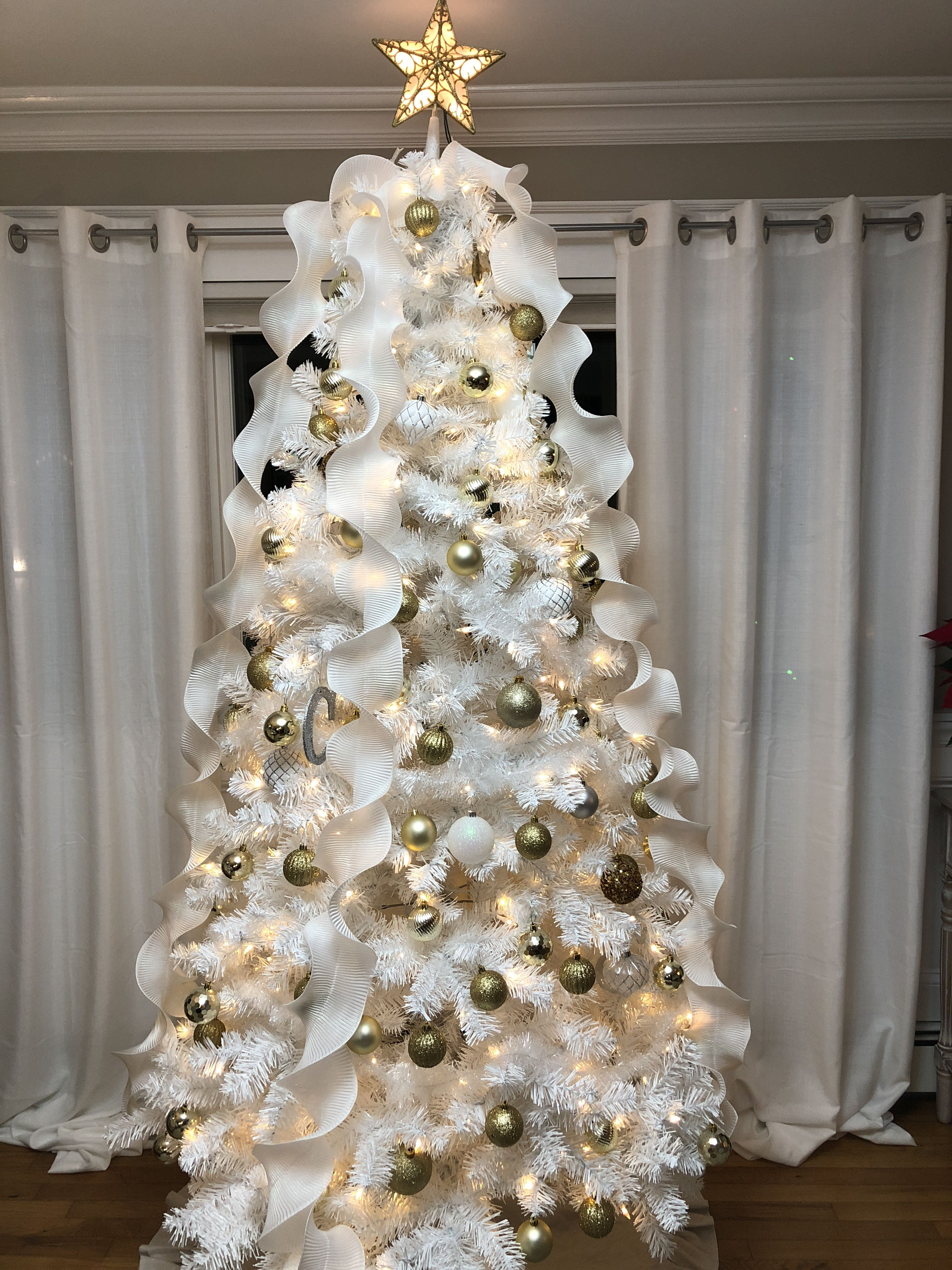 Spiral Ribbon White Christmas Tree With Gold White Ornaments