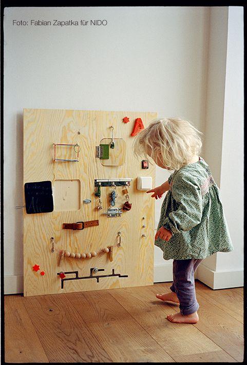 selber machen activity board endlich ein brett an dem kleinkinder kn pfe dr cken kugeln. Black Bedroom Furniture Sets. Home Design Ideas