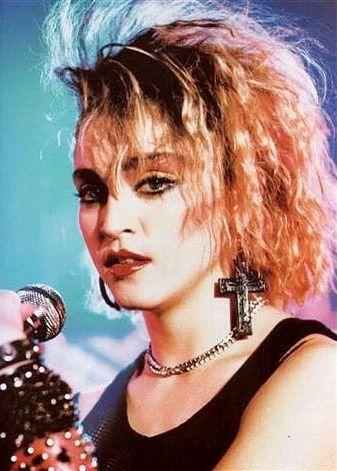 Saga maquillage les années 80 en 2019 Artistes