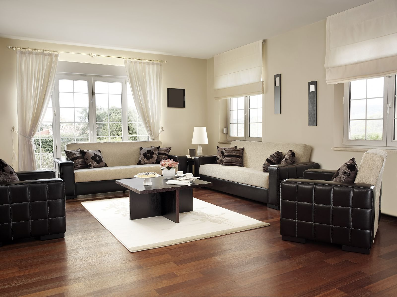 450 Examples of Living Rooms with Hardwood Flooring