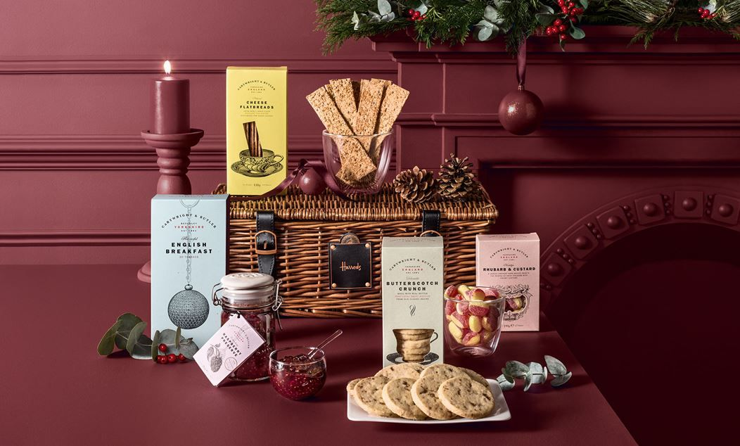 Cartwright And Butler 'The Helmsley' Hamper from Harrods. #luxurygifts #christmasgifts #elvetti (afflink)