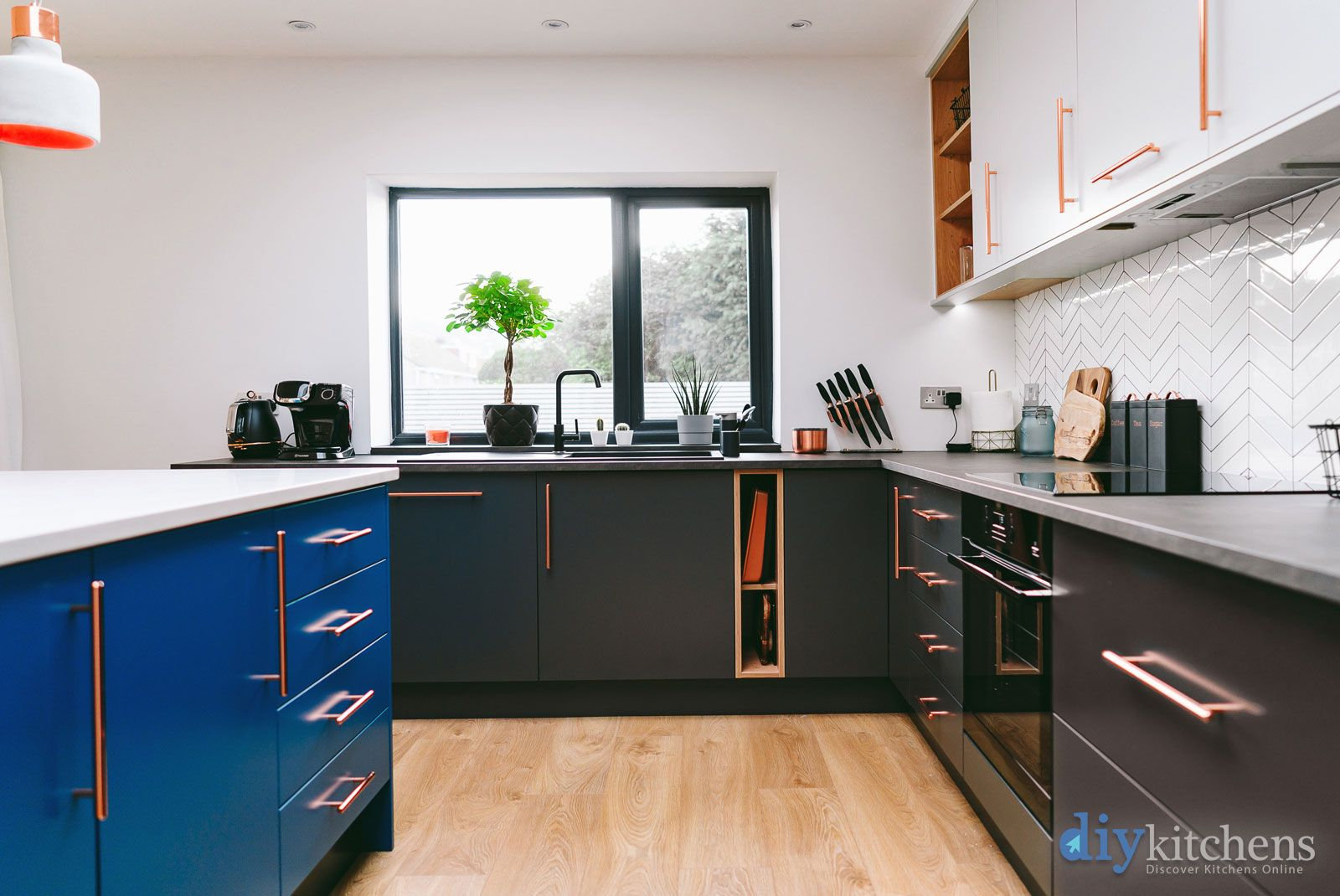 An Innova Carrera Carbon Modern Kitchen Kitchens In 2019 Cheap
