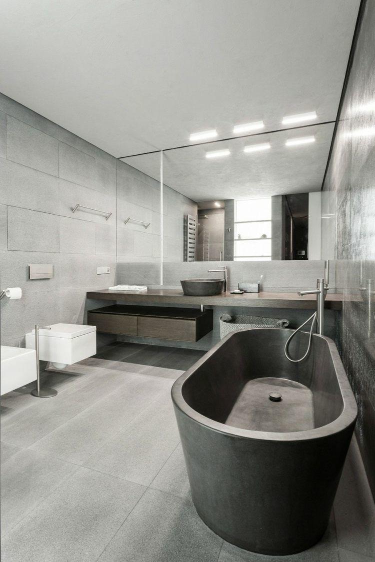 Die Bad Einrichtung Erhält Durch Die Schwarze Wanne Einen Eleganten Look