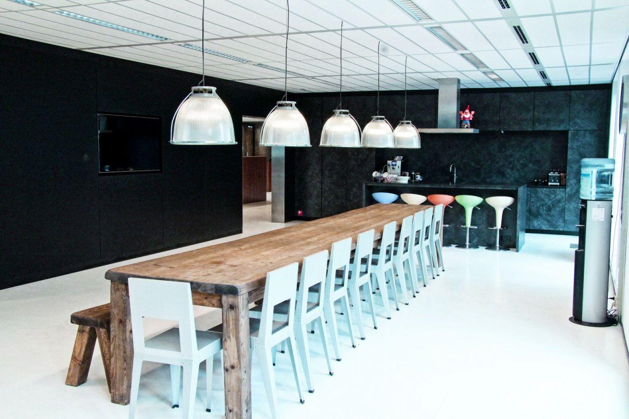 Office tuesday de inspirerende werkruimte van het for Ontwerp kantoorinrichting