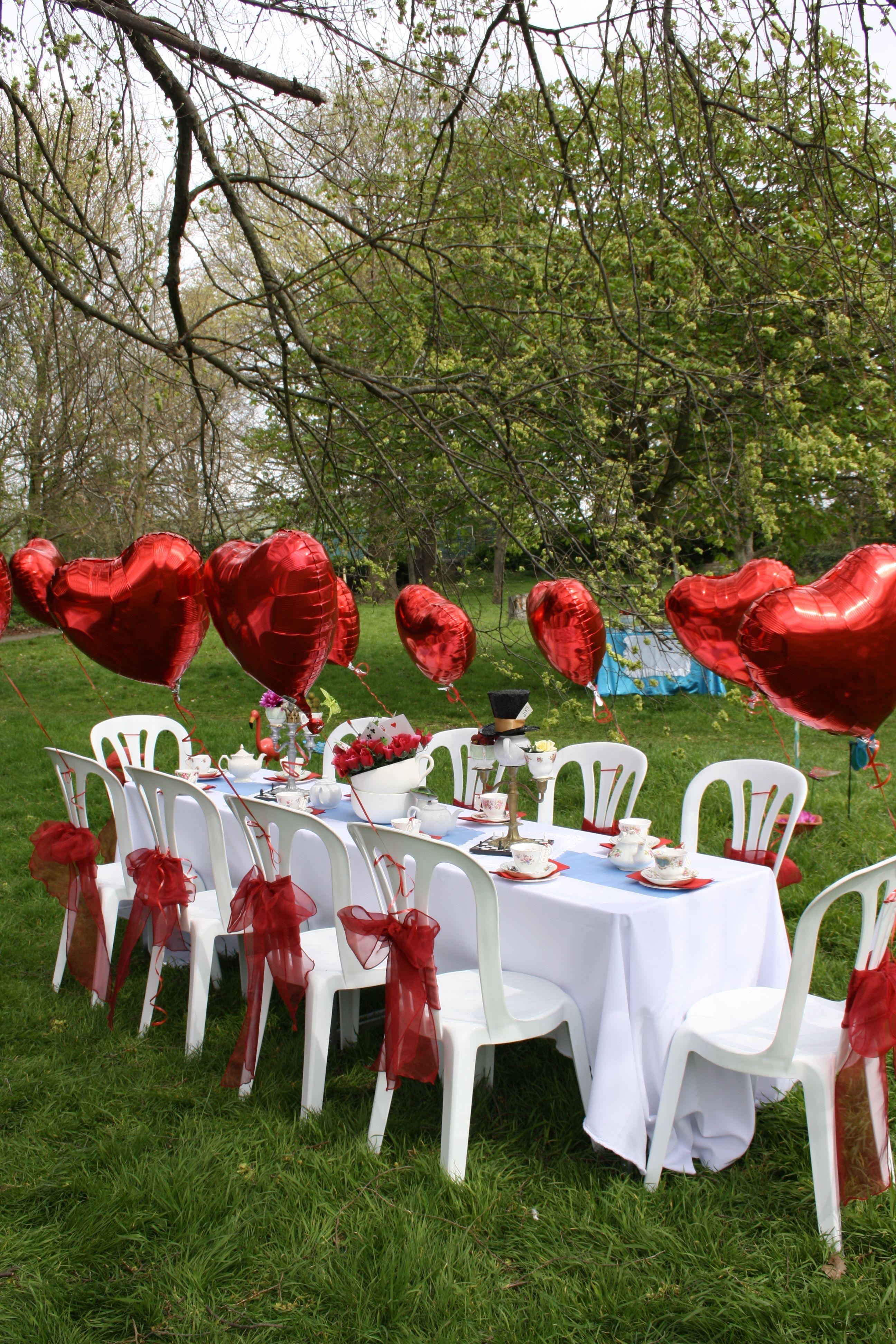 Alice in Wonderland table setting   tea parties ideas   Pinterest ...