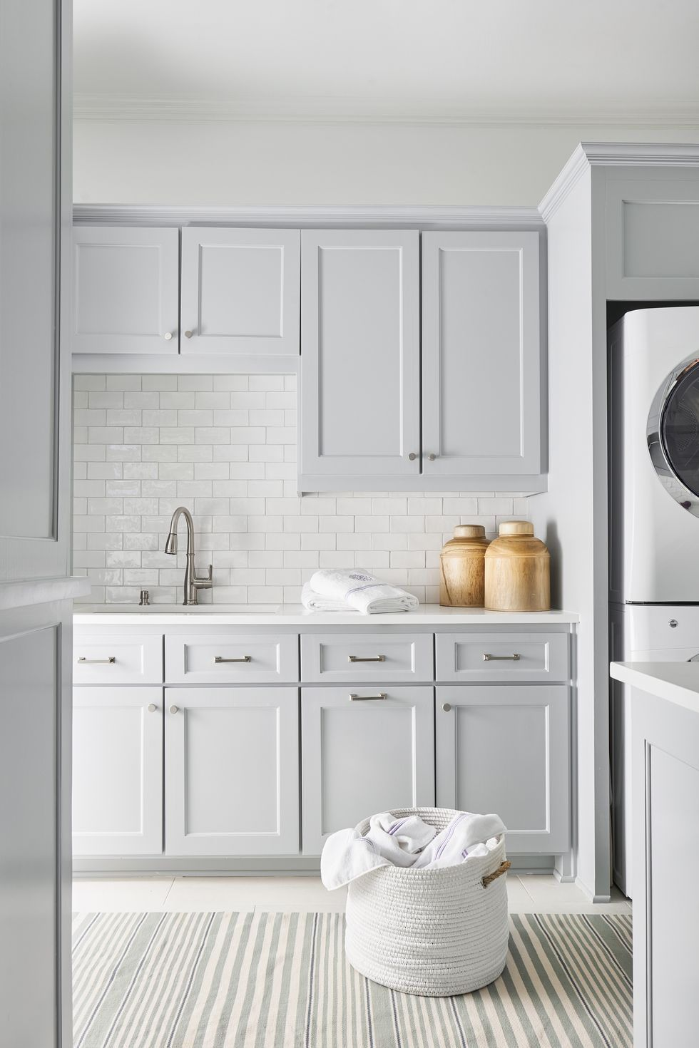 Make Your Laundry Room The Chicest Room In Your House Modern Laundry Rooms White Laundry Rooms Laundry Room Design
