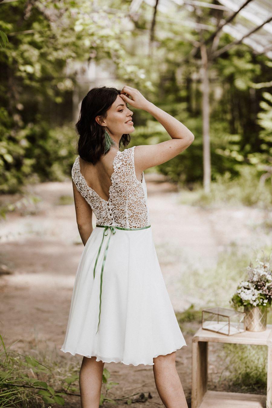 Kurze Brautkleider nicht nur fürs Standesamt von Claudia Heller in