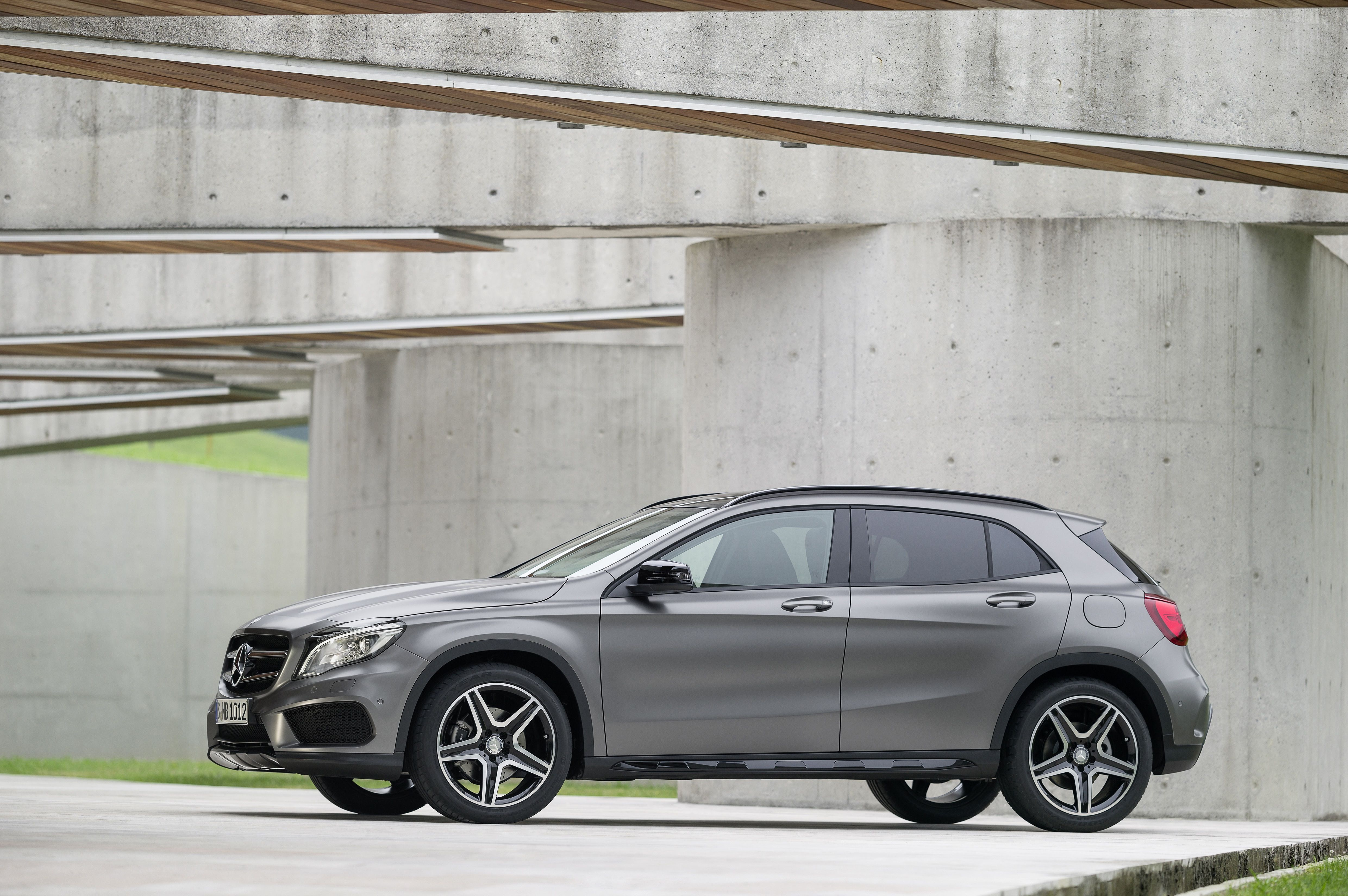 Posing Not Posting The New Gla Mbcars Combined Fuel Consumption 7 1 4 3 L 100km 151 114 G Km Mercedes Benz Gla Mercedes Gla Mercedes Benz 2015
