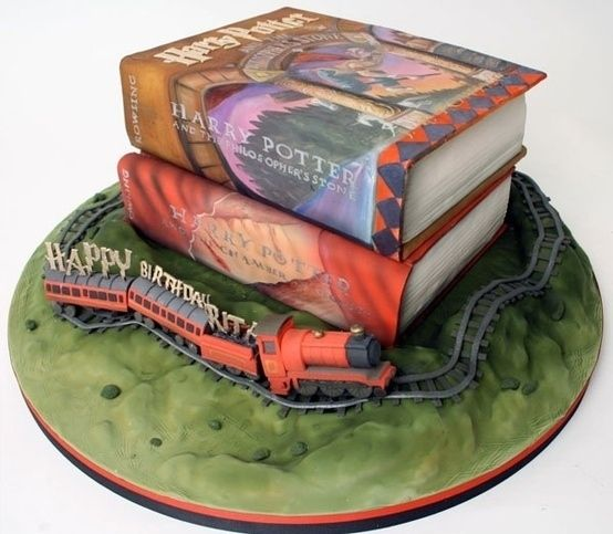 Harry Potter cake (book and train) Harry Potter Party ...