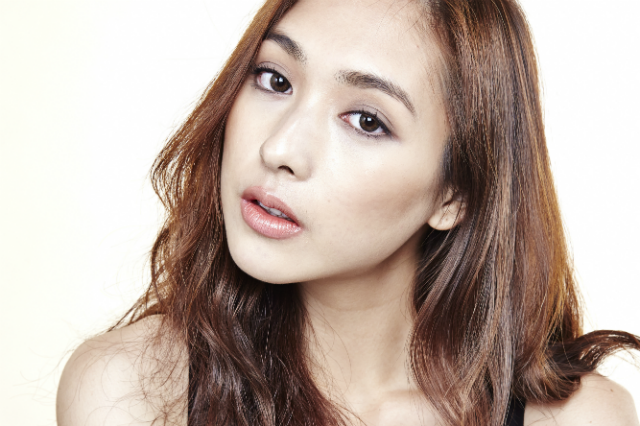6 Tips To Get A V Shaped Face Like Your Favourite Korean Idols Korean Cosmetics Beauty Products Simple Skincare Beauty