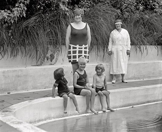 retro photographs - Gretch and the Girls_1924
