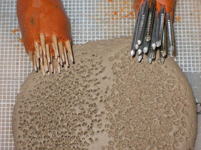 Texture tools and sample cer mica textura y porcelana for Herramientas ceramica artesanal