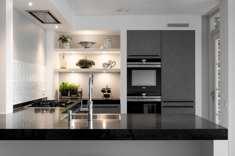 Moderne grijze u keuken klantervaring middelkoop keukens