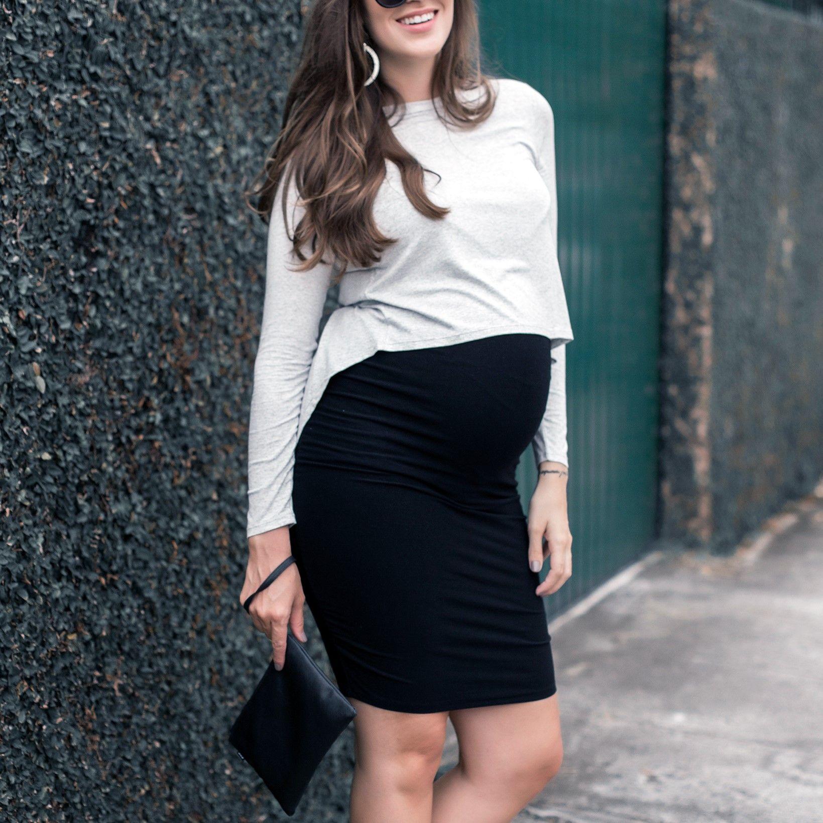 9c04b36864077 Look lindo para gestante! Blusa Amamentação Lia e a saia Curingona usada  como um cropped de manga longa.
