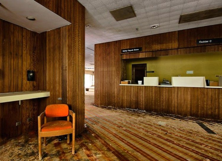 Abandoned Unnamed Hotel Pocono Mountains Pa Inside View Of Lobby