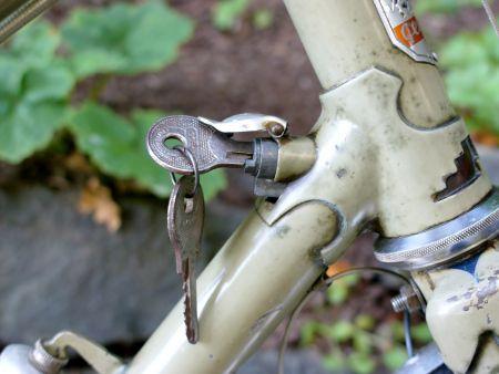 fork lock - on vintage peugeot | bicycles! | bike design, peugeot