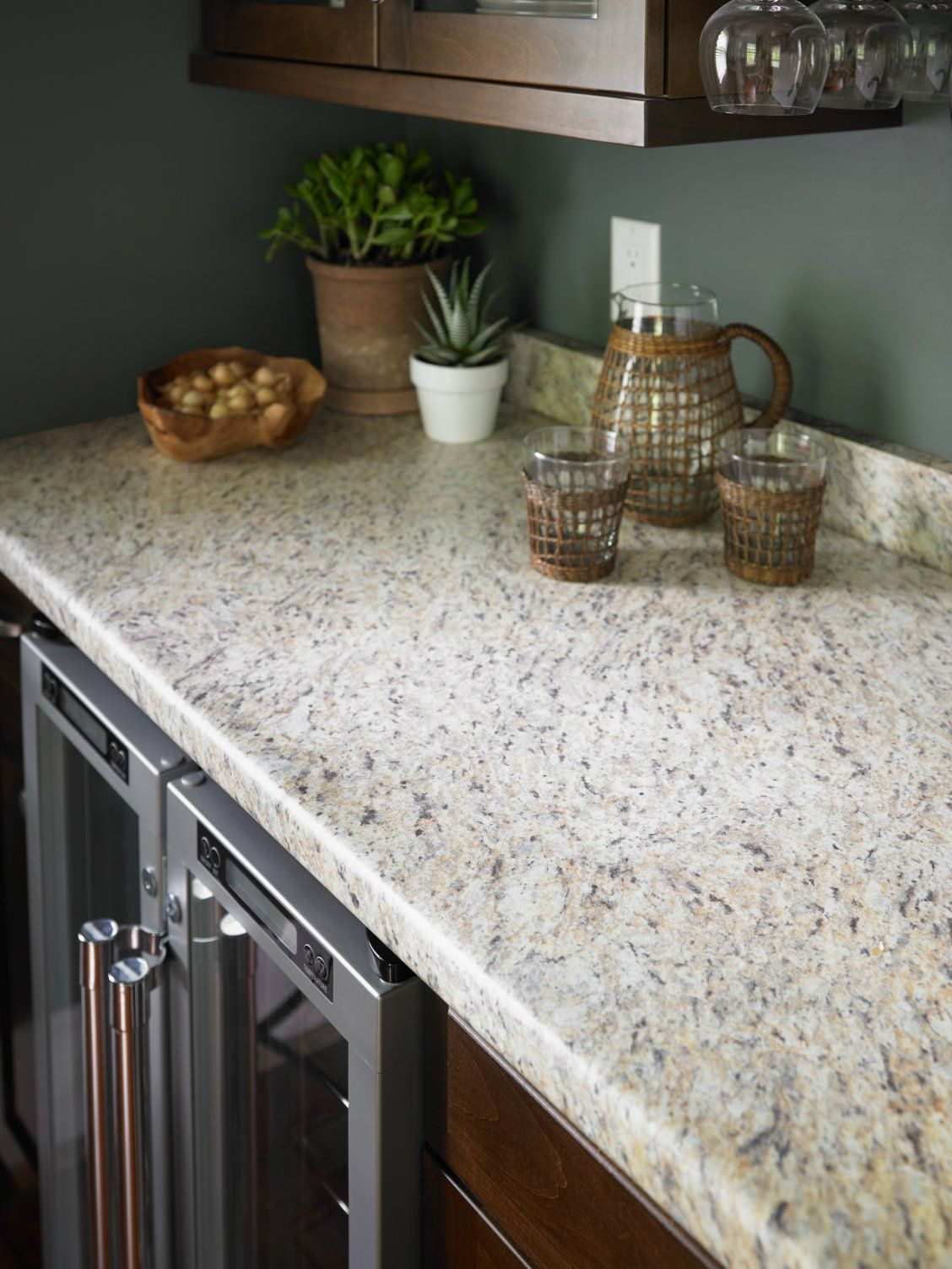 Kitchen with Formica® laminate Santa Ceciila Granite