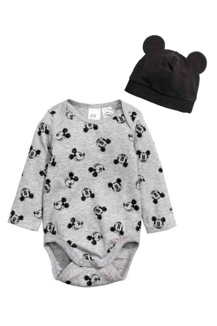 1c5bd8f59b82c Bodysuit and hat Gender Neutral Baby Clothes, Baby Boy Fashion, H&m  Fashion, Fashion